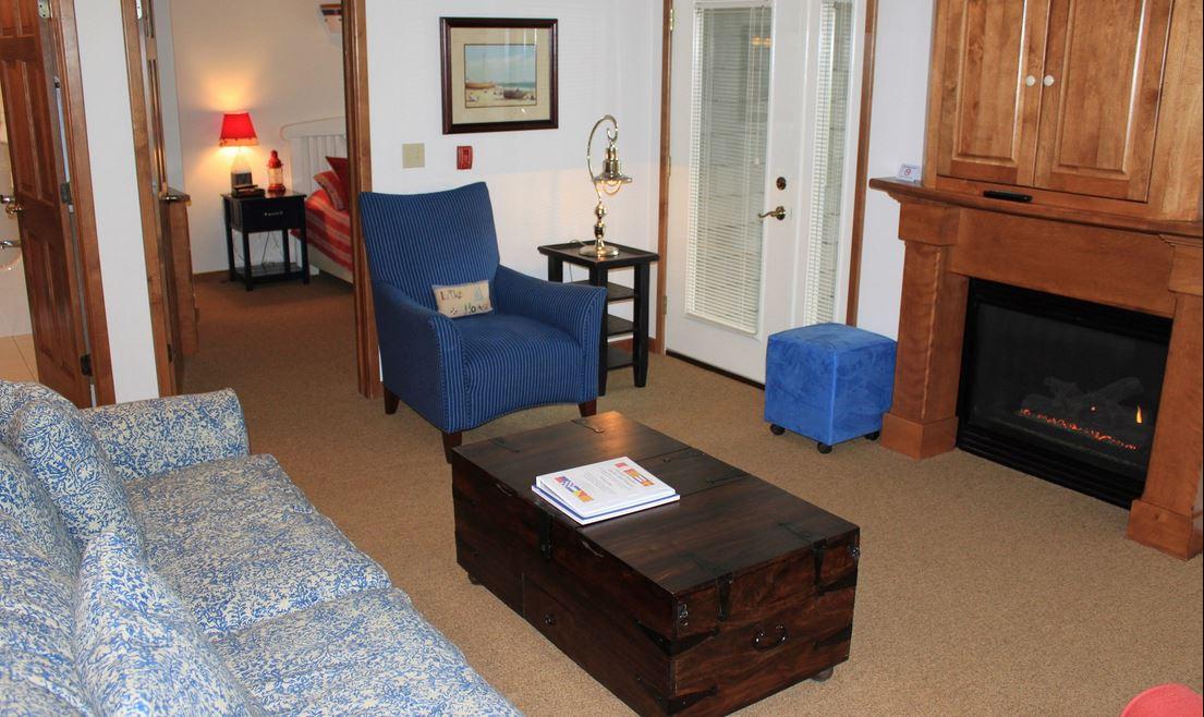 Door County Resort Room With  Bathrooms